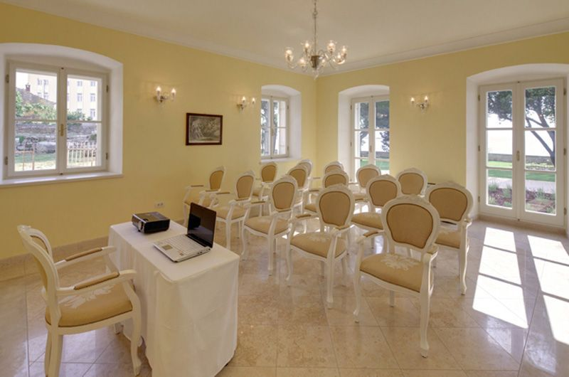 Villa-Polesini-Meeting-Room-2