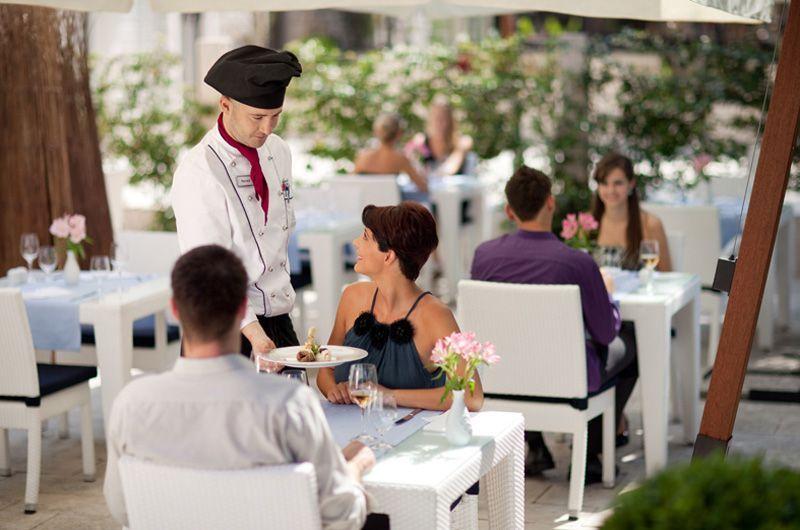 5Valamar-Riviera-HotelSpinnaker-a-la-carte-restaurantterrace
