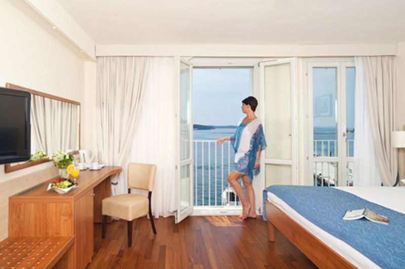 Valamar-Riviera-Hotel-room