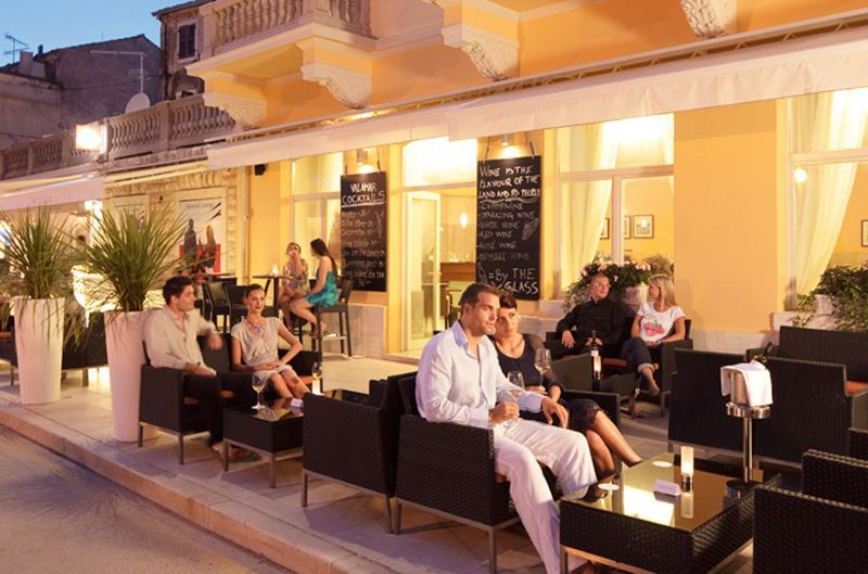 Valamar-Riviera-Parentino-Wine-Bar