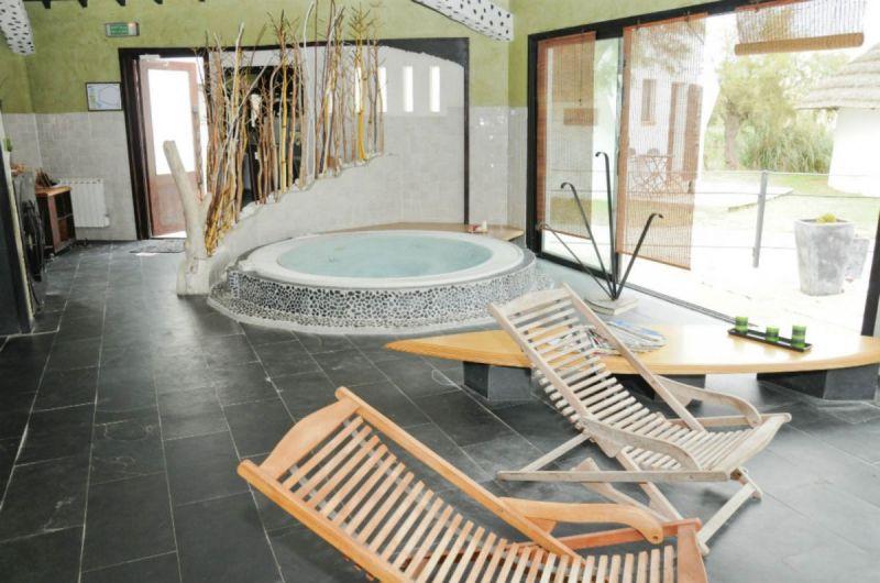 espace-spa-detente-jacuzzi-auberge-cavaliere-du-pont-des-bannes-camargue