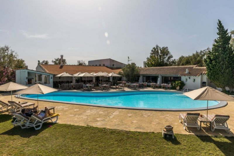 piscine-dtente-camargue-auberge-cavaliere-du-pont-des-bannes-23