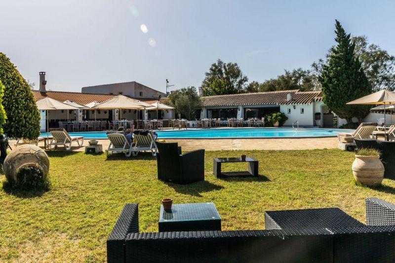 piscine-dtente-camargue-auberge-cavaliere-du-pont-des-bannes-25